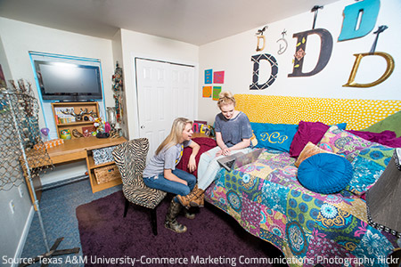 tips on how you can get along with college roommates How to get along with your college roommate tips and tricks on how you can ease your transition to college and dorm life.